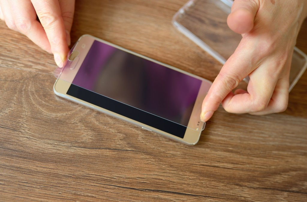 technology fix for wireless charging lady removing cell phone from case