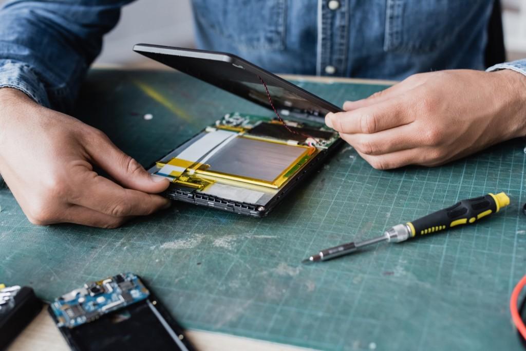 Repairman fixing broken tablet screen